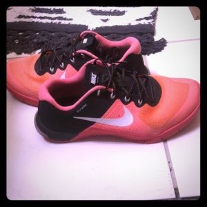 Pink nike metcon flywire